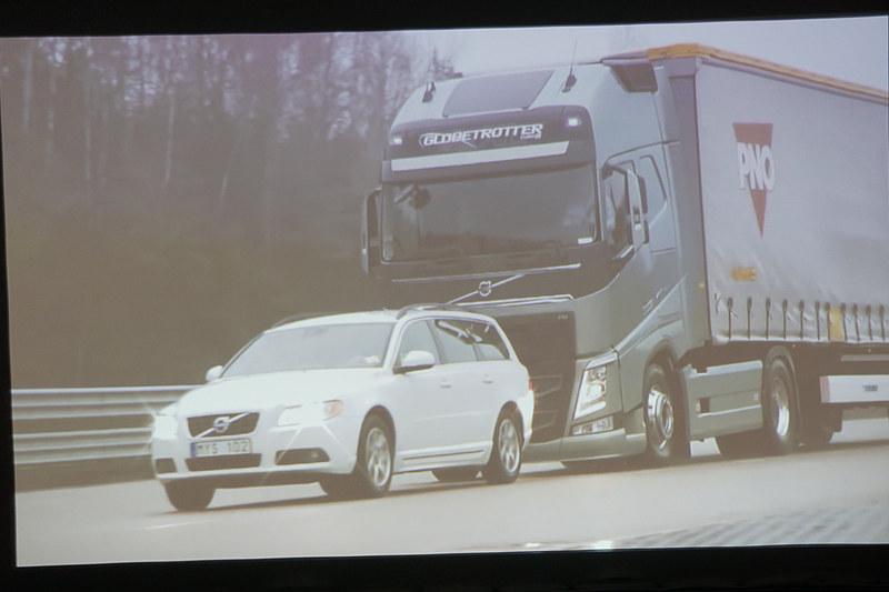 新型FHは衝突被害軽減ブレーキ付きアダプティブクルーズコントロール、車線逸脱警報、レーンチェンジサポート、ドライバーアラートサポートなどの安全機能を標準装備する