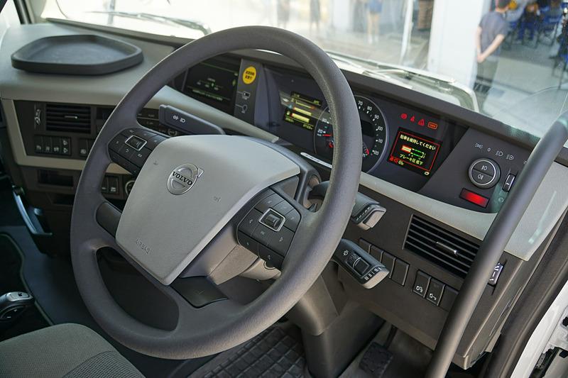 新型FHのドライバー席