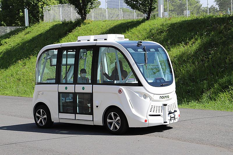 SBドライブが「人とくるまのテクノロジー展2019 横浜」で試乗会を行なった自動運転EV(電気自動車)バス「NAVYA ARMA(ナビヤ アルマ)」