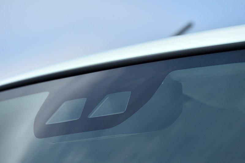 フロントウィンドウ、車両前後、両側サイドミラーなどにカメラを搭載し、「スマートアシスト」の機能に活用