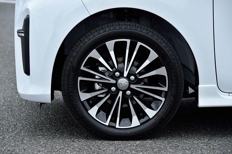 新型タント カスタム RS プロトタイプ。白と黒の2トーン