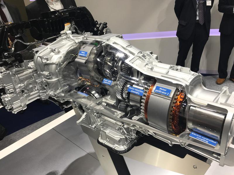 クロストレックに搭載されているスバル開発のトランスミッション「TH2A」。モーターはトヨタから供給を受け、基本方式としてTHSIIを採用