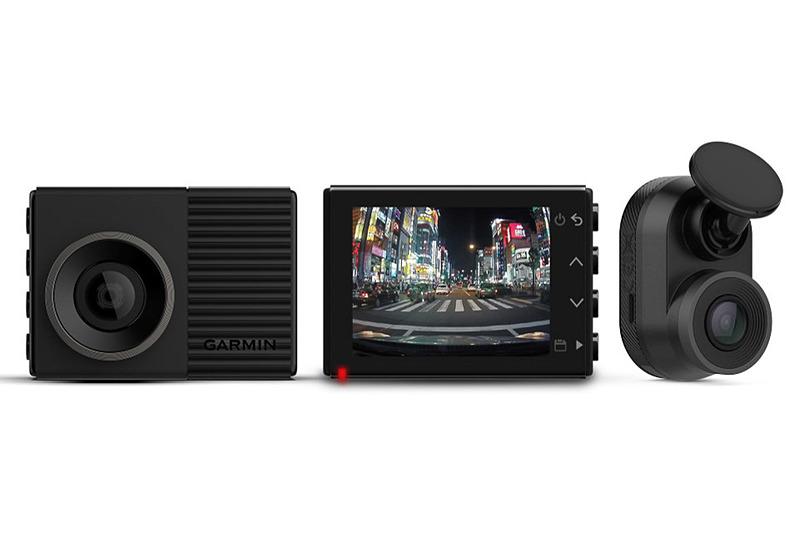 新製品のフルHDドラレコ「Dash Cam 46Z」。右側のリアカメラ「Dash Cam mini」は単体販売も行なわれる