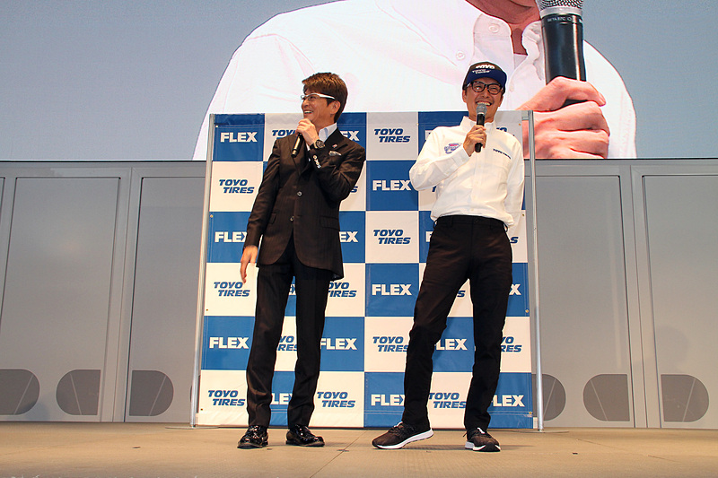 哀川監督(左)と川端選手(右)