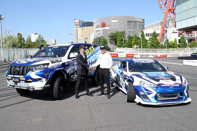 発表会の後にはTOYOTA LANDCRUISER 150 PRADO Rally specのまわりを86でドリフトするデモランも行なわれた