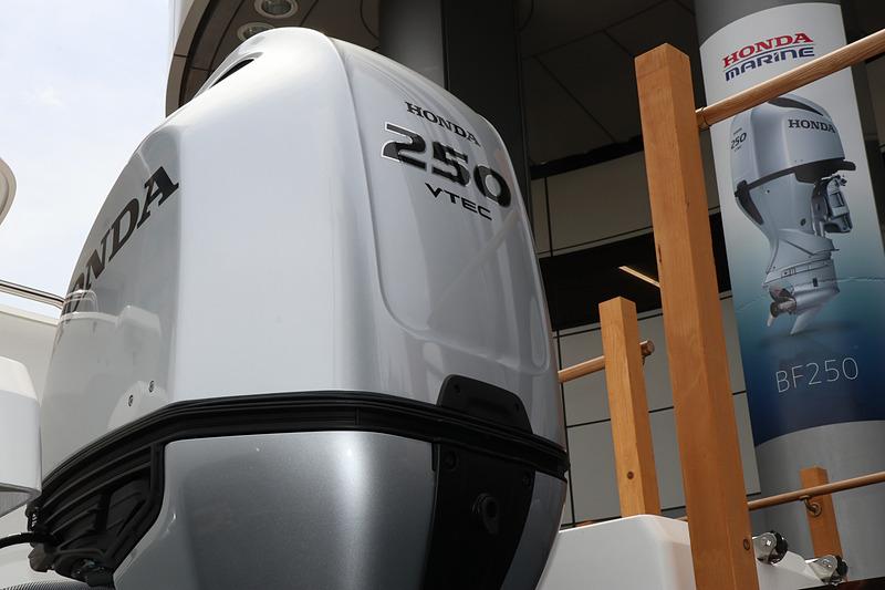 製品名の数字は連続最大出力を示しており、BF250は250PSを発生。船舶では船体ごとに「最大搭載馬力」が設定され、これに沿ってホンダでは25PS刻みで製品をラインアップしているという