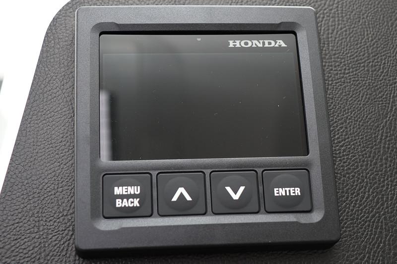 キャビン内にある計器類にもホンダのロゴが入る