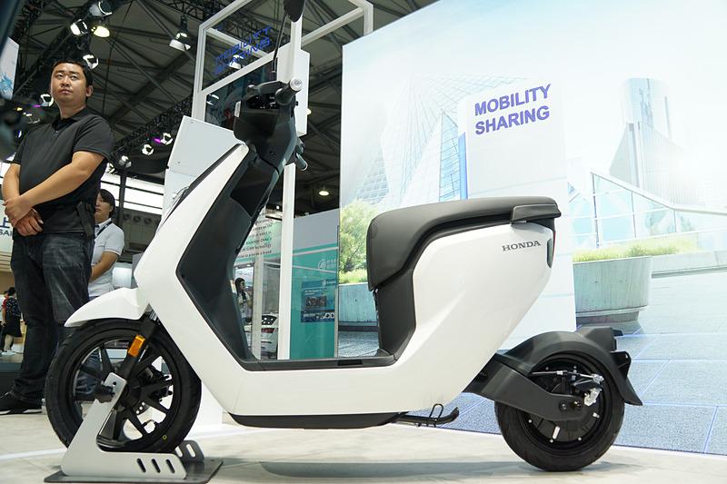 電動化モビリティの電動2輪車「V-GO」