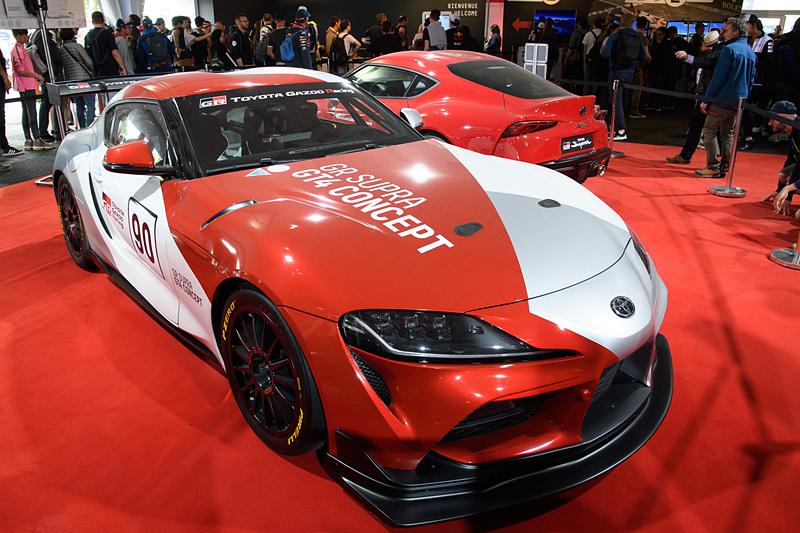 新型「スープラ」のカスタマーレーシングバージョン「GRスープラ GT4 コンセプト」。奥は新型スープラ