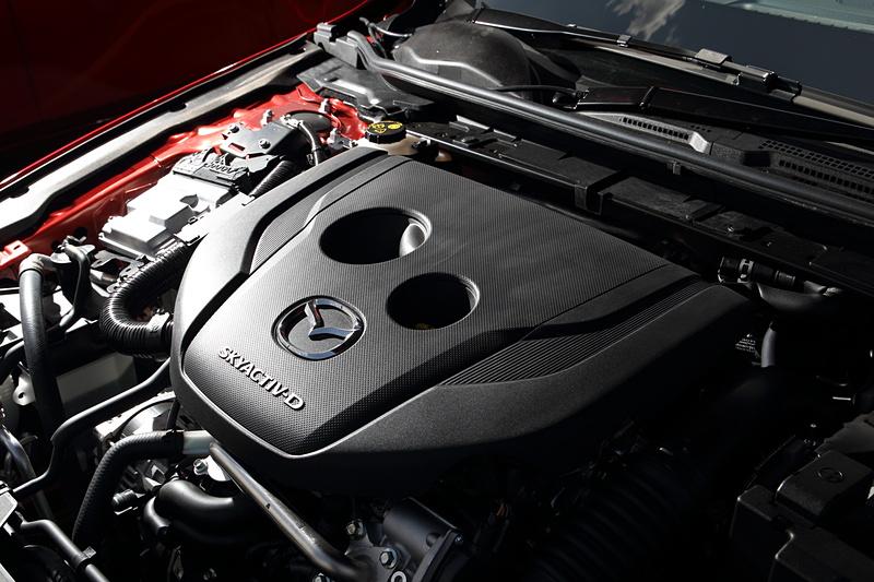 ディーゼルモデルとなる「XD PROACTIVE Touring Selection」に搭載される直列4気筒DOHC 1.8リッター直噴ディーゼルターボエンジン。最高出力85kW(116PS)/4000rpm、最大トルク270Nm(27.5kgfm)/1600-2600rpmを発生する