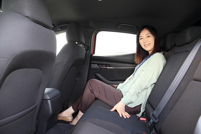 セダンもファストバックも静粛性はかなり高い。後席も座り心地がよく、ロングドライブでも快適に過ごせそう