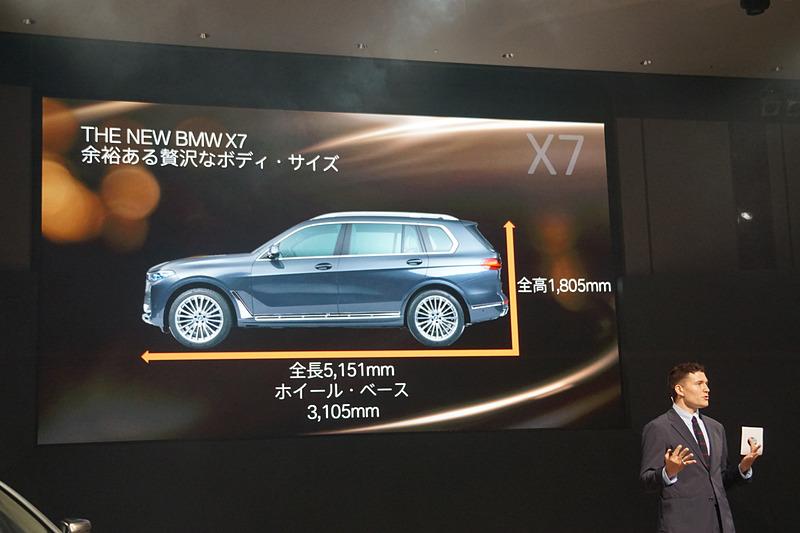 新型X7は、最高出力265PS(195kW)/4000rpm、最大トルク620Nm/2000-2500rpmを発生する直列6気筒ディーゼル・エンジンを搭載する「xDrive35d」「xDrive35d デザイン・ピュア・エクセレンス」「xDrive35d M Sport」と、最高出力530PS(390kW)/5500-6000rpm、最大トルク750Nm/1800-4600rpmを発生するV型8気筒ガソリン・エンジン搭載する「M50i」をラインアップ