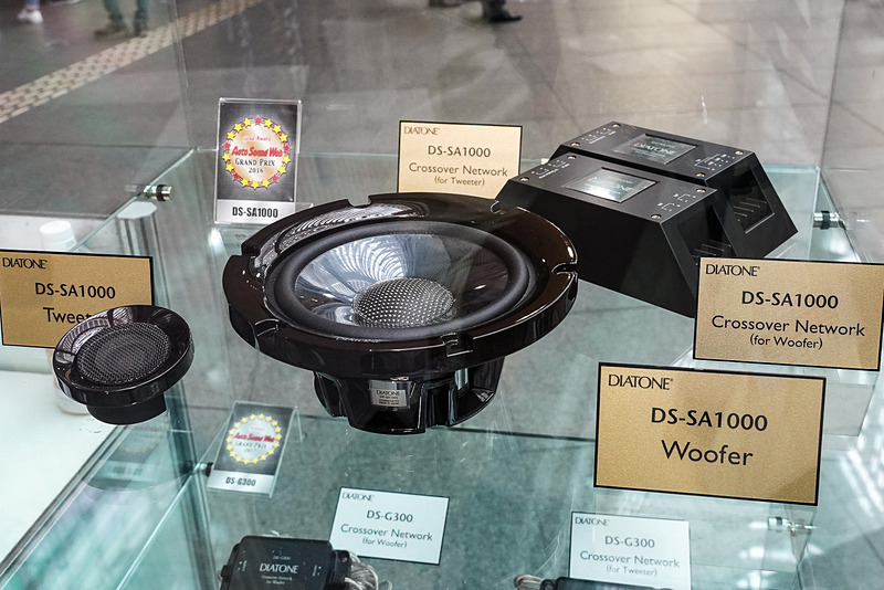 DS-SA1000スピーカーシステムの展示