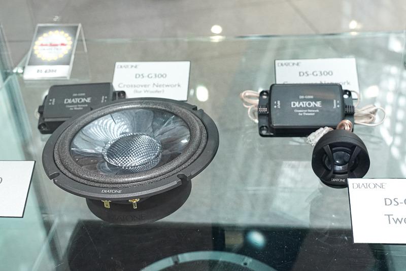 「DS-G300」スピーカーシステムの展示