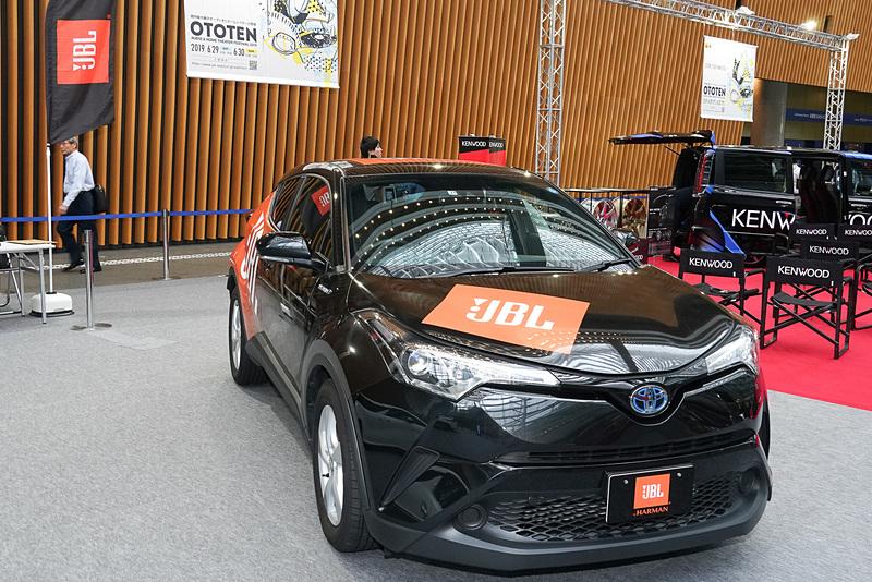 ハーマンインターナショナルの「JBL」ブランドのスピーカーシステムを組んだトヨタ「C-HR」のデモカー