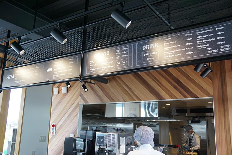 メインとなるピザのほか、フライドポテトなどのサイドメニュー、ジェラートやドリンクが提供される