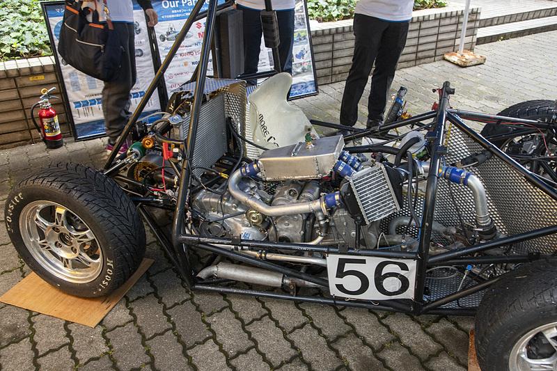 東京大学のマシン。エンジンはドライバーの横に搭載される。ミッションは電子制御CVT。エンジンはレース用ECUで制御し、CVTは独自で製作したユニットで制御しているとのこと
