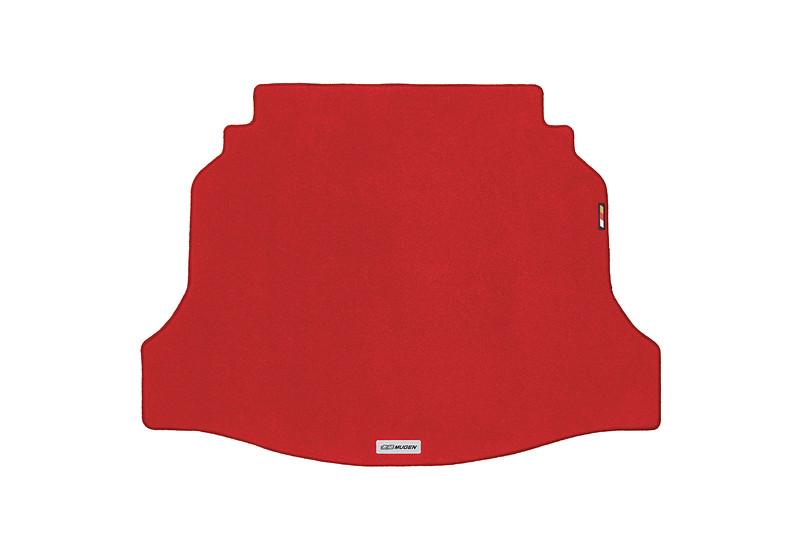 スポーツマットと同様の材質を採用し、高い耐久性とした「スポーツラゲッジマット」(2万1600円)。無限エンブレム入り。カラーはブラック(左)、レッド(右)を設定