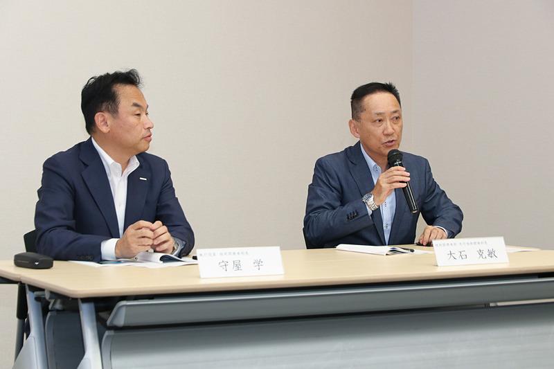 質疑応答では守屋氏に加え、TOYO TIRE株式会社 技術開発本部 先行技術開発部 部長の大石克敏氏(写真右)も出席した