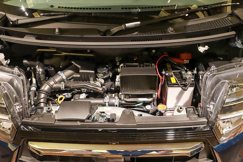 最高出力47kW(64PS)/6400pm、最大トルク100Nm(10.2kgfm)/3600rpmを発生する直列3気筒DOHC 0.66リッターターボ「KF」型エンジン