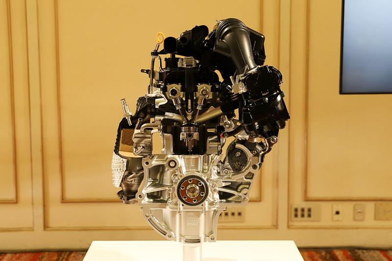自然吸気エンジンのカットモデル