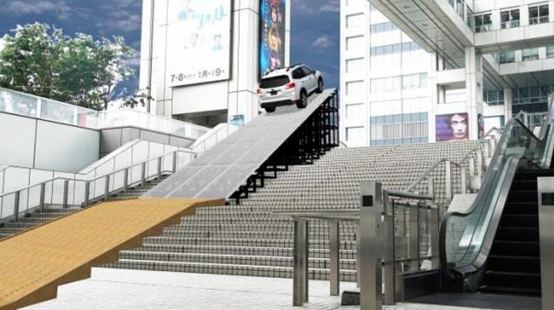 フジテレビ大階段の急な斜面を駆け上がる「ワンガン宇宙センター発車基地」