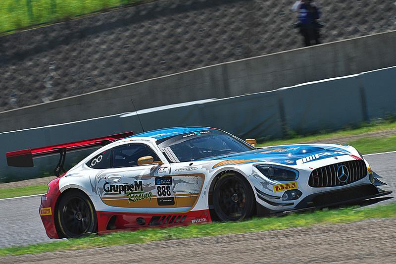2018年のSUZUKA 10HではMercedes-AMGがサポートする888号車(左)優勝、43号車(右)が2位になった