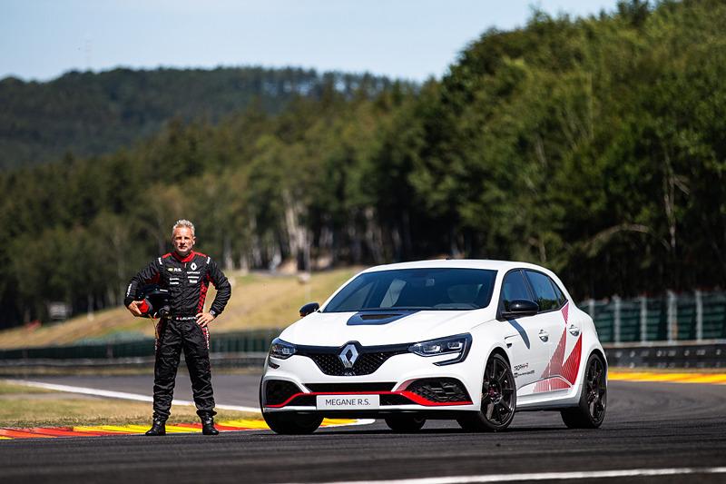 メガーヌ R.S. トロフィ-Rでのタイムアタックはルノーのテストドライバーであるロラン・ウルゴン氏が担当した