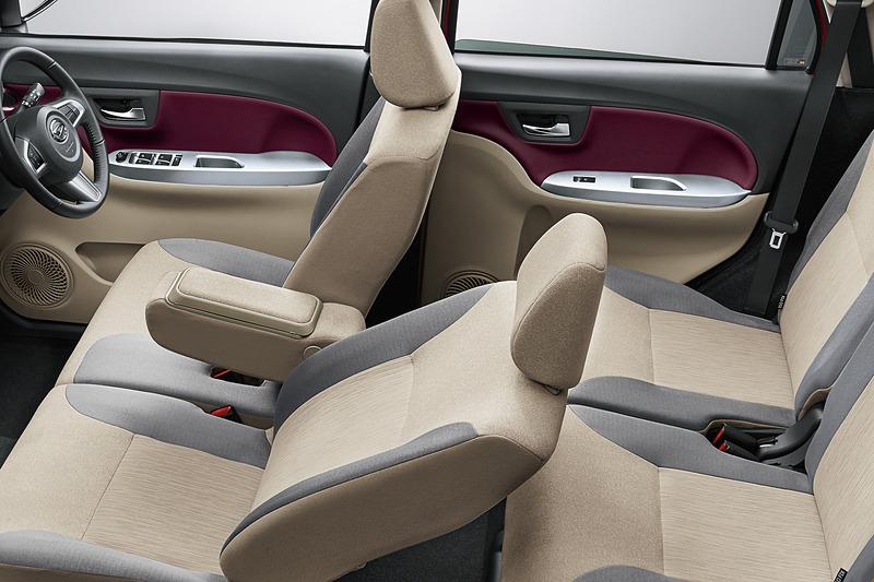「運転席/助手席シートヒーター」を特別装備する