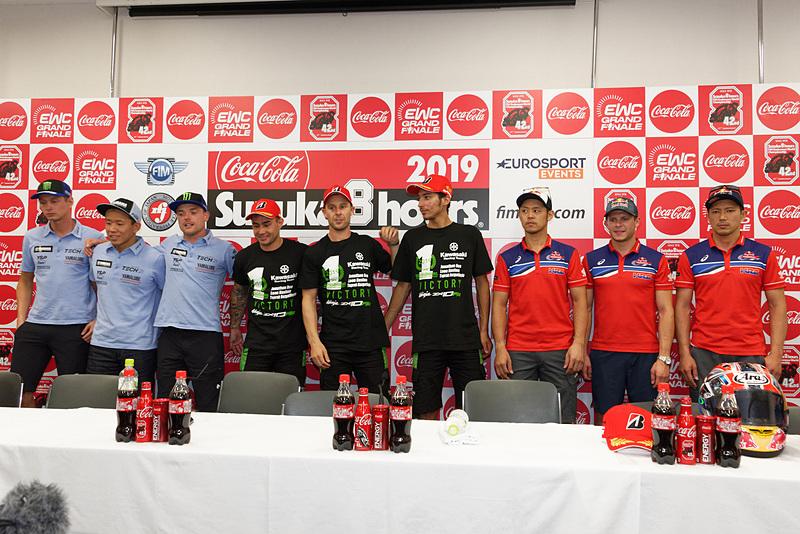 左から2位の21号車「YAMAHA FACTORY RACING TEAM」、1位の10号車「Kawasaki Racing Team Suzuka 8H」、3位の33号車「Red Bull Honda」