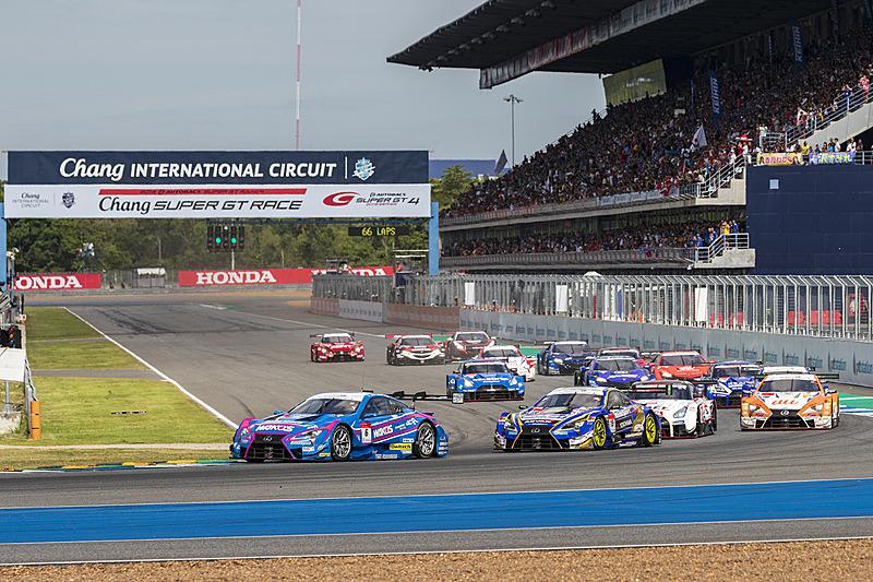6月29日~6月30日(現地時間)にタイ チャン・インターナショナル・サーキットで開催されたSUPER GT 第4戦のスタートシーン