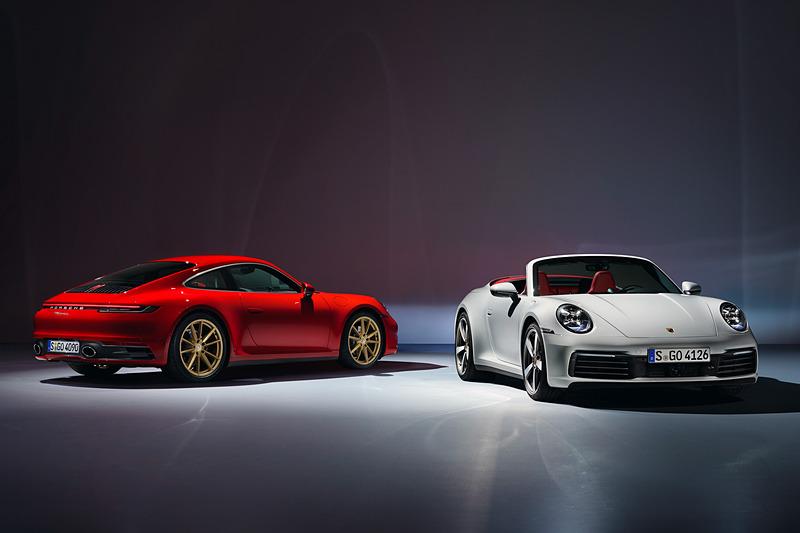 新型「911 カレラ」(左)、新型「911 カレラ カブリオレ」(右)