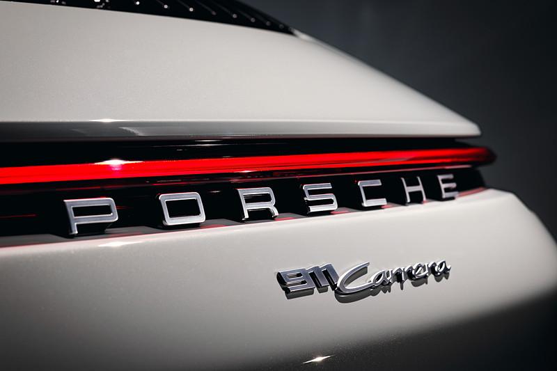 新型911 カレラ カブリオレ