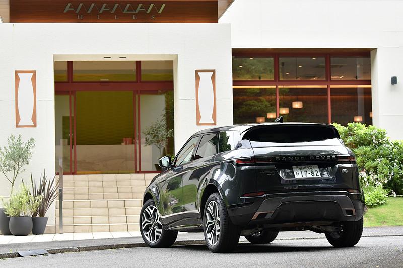 イヴォーク R-DYNAMIC HSE P300 MHEVのボディサイズは4380×1905×1650mm(全長×全幅×全高)、ホイールベースは2680mm。車両重量は1950kg