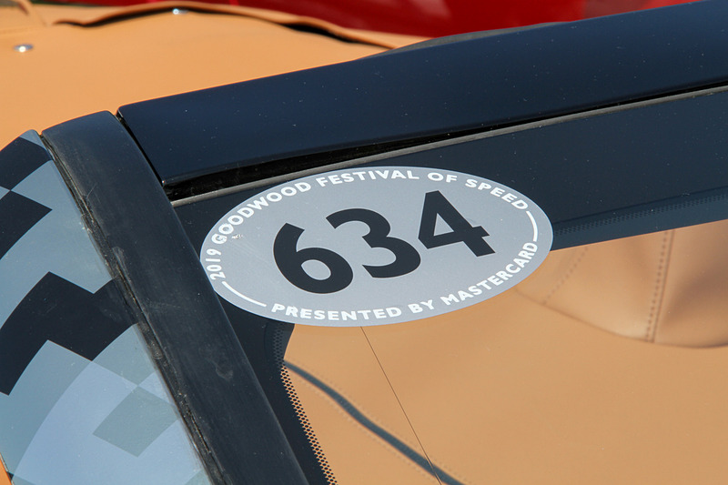 外装にはQRコードをモチーフにした独自のカモフラージュが施される。足下は21インチホイールにミシュラン「パイロットスーパースポーツ」の組み合わせ