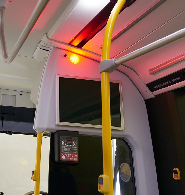 「EDSS:Emergency Driving Stop System」客席フラッシャーランプ(運転席仕切り部分)