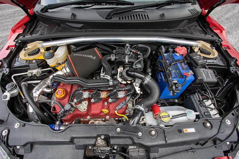 ダイハツ コペン エクスプレイをベースにしたD-SPORTのデモカー。エクステリア、インテリア、エンジン補器まわり、サスペンション、ブレーキなどに手が入ったスポーツ走行仕様