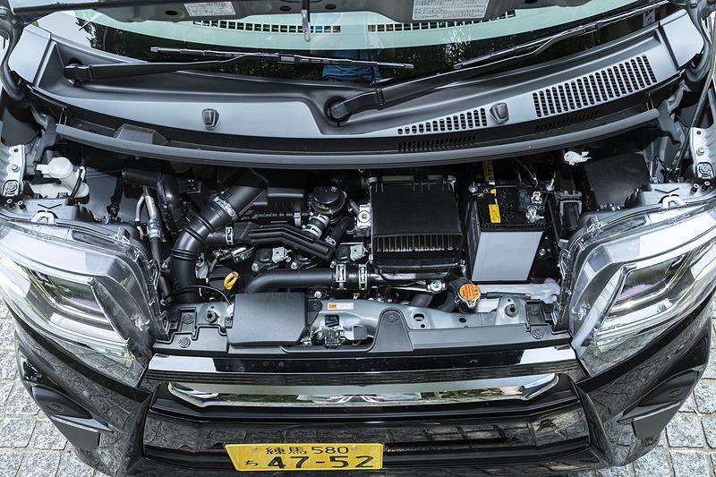 最高出力47kW(64PS)/6400rpm、最大トルク100Nm(10.2kgfm)/3600rpmを発生するターボエンジン。トランスミッションはCVT。今回試乗した2WDモデルのWLTCモード燃費は20.0km/L