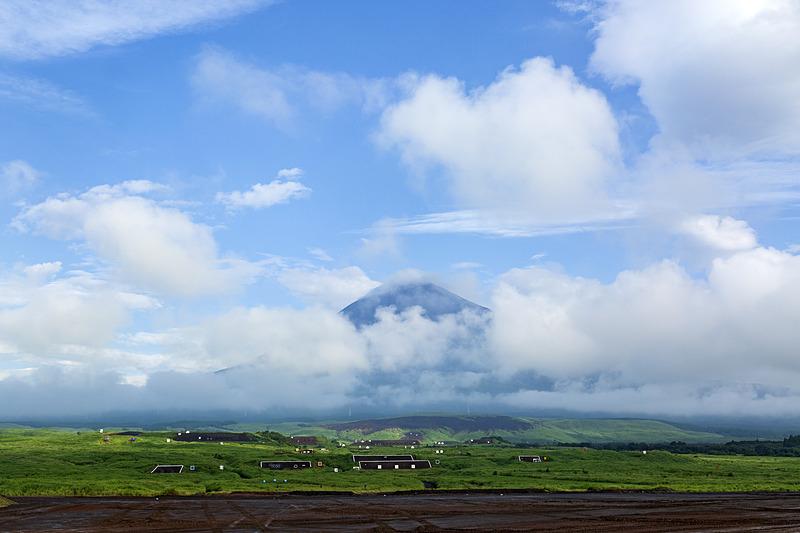 そうかえんの舞台は東富士演習場 畑岡地区。この日は早朝はまずまずだったものの、時折ポツポツと小雨が舞う天候になってしまった