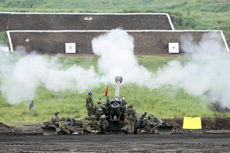155mmりゅう弾砲FH70は自走が可能