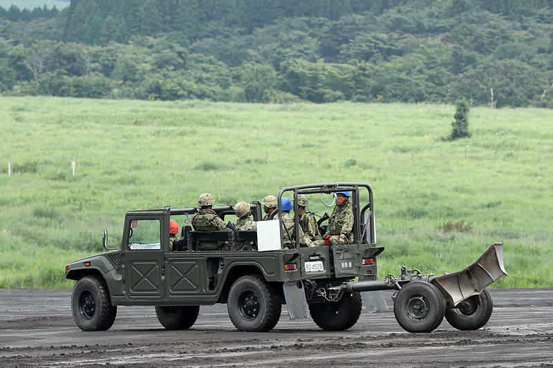 120mm迫撃砲 RTは高機動車が牽引