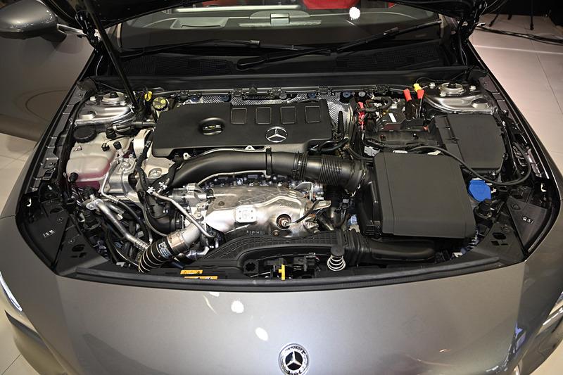 CLA 250 4MATICが搭載する直列4気筒 2.0リッター直噴ターボ「M260」型エンジン。最高出力165kW(224PS)/5500rpm、最大トルク350Nm/1800-4000rpmを発生。トランスミッションには7速DCTを採用