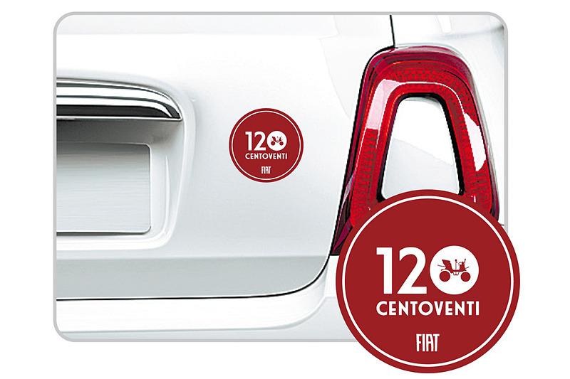 今回の限定車では、ボルドーを基調にした「120 Centoventi」の文字と「FIAT ③1/2 HP」を描いた専用ステッカーがあしらわれる