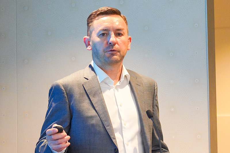 MaaSに関する取り組みを説明した、日本マイクロソフト株式会社 執行役員 常務 エンタープライズ事業本部長 ヘニー・ローブシャー氏