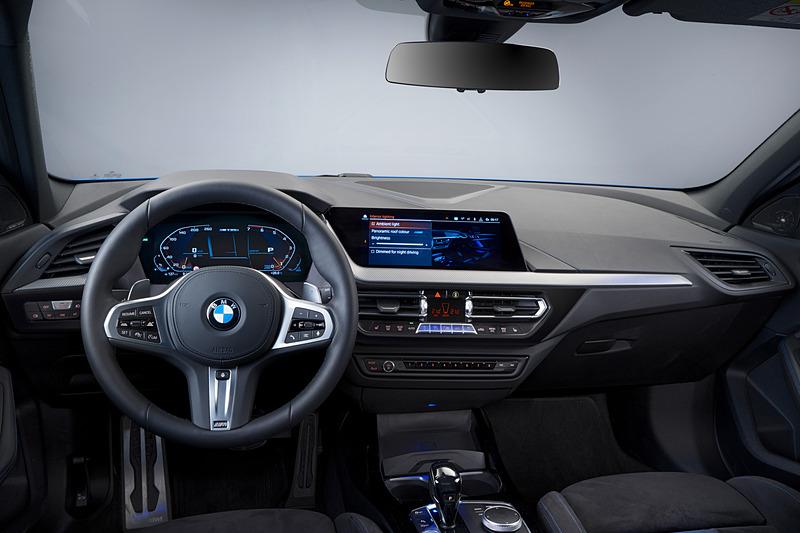 BMW M135i xDriveのインテリア