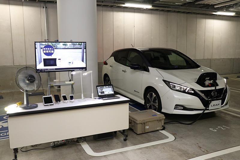 「ブルー・スイッチ」活動説明会で披露された日産自動車「リーフ」からの電力給電デモ