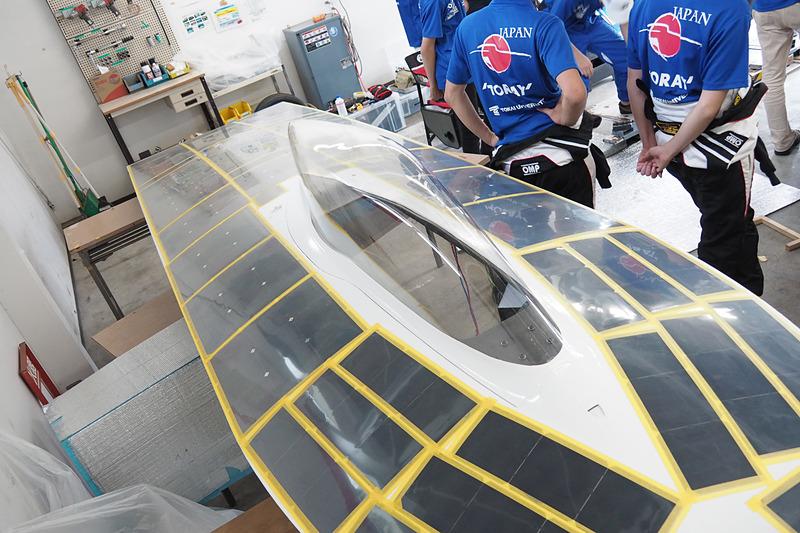 アッパーボディにはシリコンタイプの太陽電池パネルが装着される