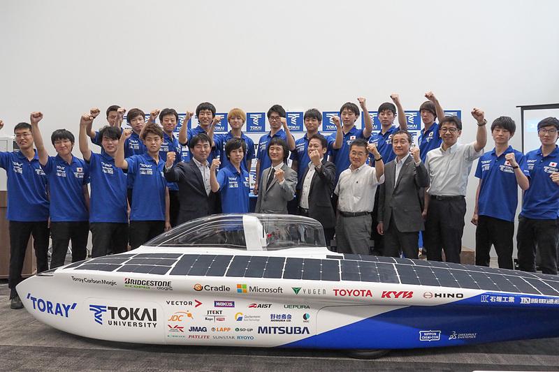 東海大学 チャレンジセンター・ライトパワープロジェクトの新型「Tokai challenger」と参加メンバー