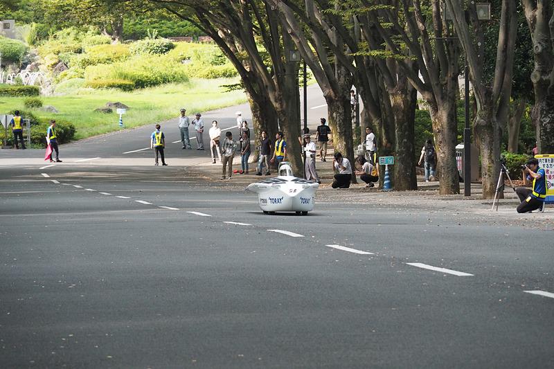 新型Tokai challengerは湘南キャンパス内の大通りを封鎖、デモ走行を行なった