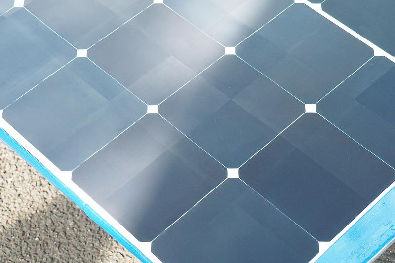 一見つや消しに見える太陽電池パネルは表面に非常に細かい処理がしてある